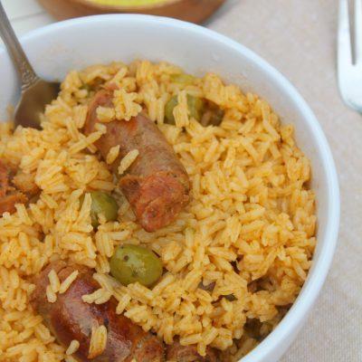 Locrio de longaniza (Rice with Pork Sausage)