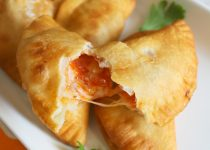 Easy Recipe: Empanadas de Pizza (pizza turnovers)