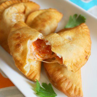 Easy Recipe: Empanadas de Pizza (pizza turnovers)