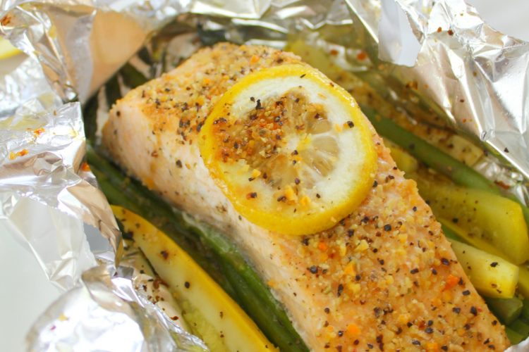 Salmon and vegetables baked in foil