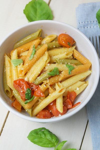Pasta with cherry tomatoes, basil and garlic