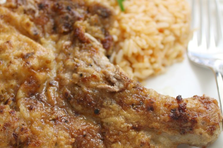Fried pork chops and rice with fresh tomato sauce